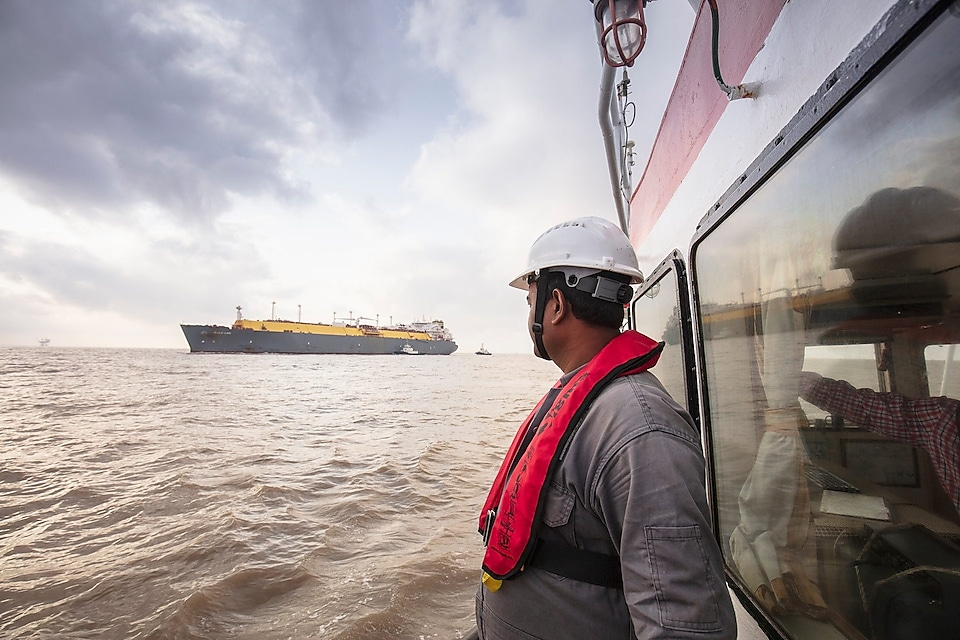 Shell hazira LNG port india