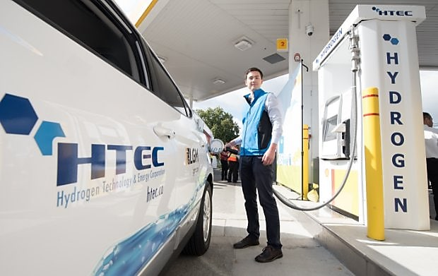 Man refuelling car at a Shell hydrogen refuelling station.
