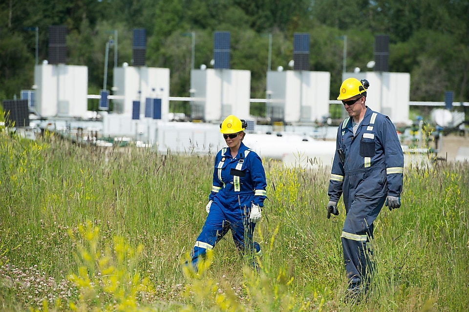 Two engineers at tight and shale gas plant